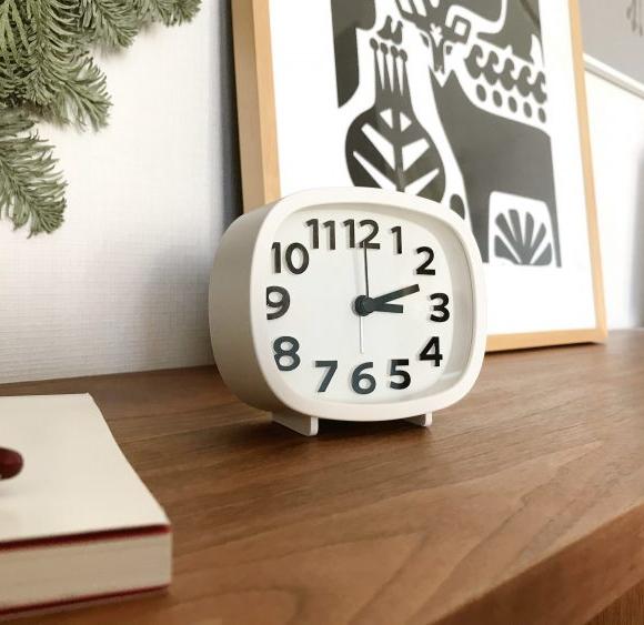ダイソーの時計が推せる! 子どもにもインテリアにも オススメな時計です