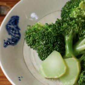 濃厚コク旨!「ブロッコリー」をオイスターソースとごま油で漬けたら…新感覚のおいしさ!【ちょこっと漬け♯71】