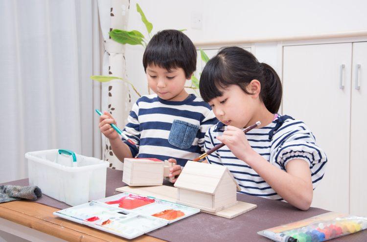 「子どもの工作や作品の飾り方・収納」わが家の工夫を101人に調査