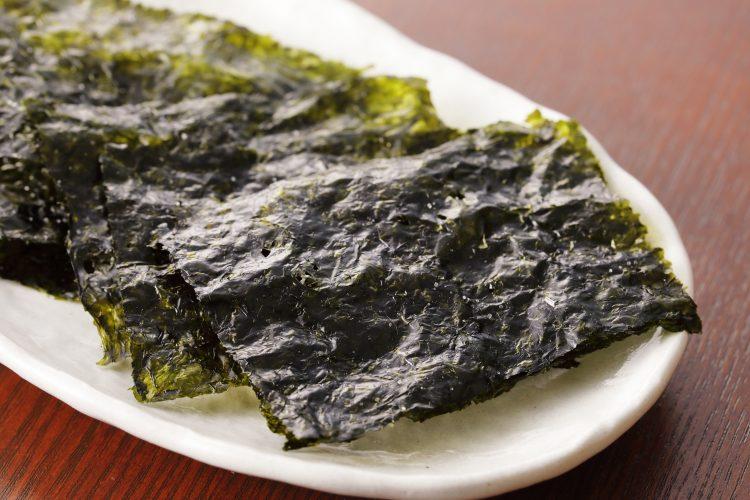 海苔を巻いておかずに、ちぎって味噌汁に!「海苔が主役級」の美味しいアレンジレシピ集