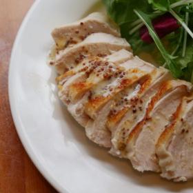 鶏むね肉が劇的にしっとり!「チキンソテー」絶品レモンマヨソースの作り方も【プロが教えるおうちイタリアン#4】