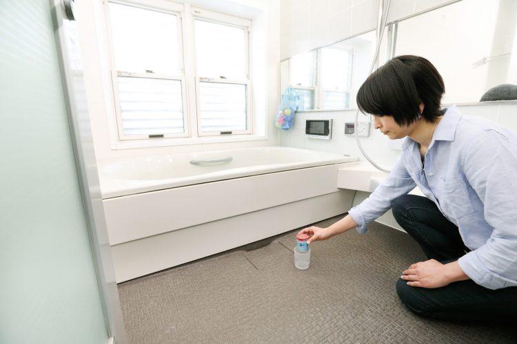 バスルームまるごと「防カビ」最長2.5カ月!悩ましい お風呂のカビ問題、これで解決です