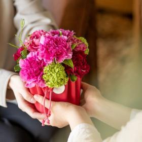 お母さんへのお花は5月いっぱいゆっくり選ぼう!青山フラワーマーケットの5月は「母の月」