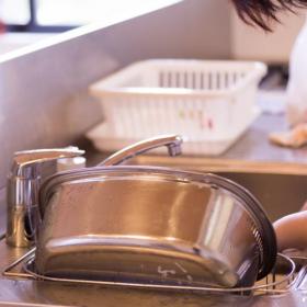 キッチンで「洗い桶」を使っている人はどのくらい?使うのをやめた人の理由にも注目しました