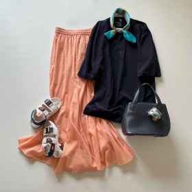 Tシャツ一枚でもおしゃれに見える!「グリーンパークス」のオレンジスカート(4,400円)【4ケタアイテムで叶えるオシャレvol.11】