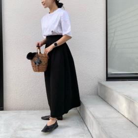 初夏の涼しげ「モノトーンコーデ」黒でも重く見せないコツは?【kufuraファッション調査隊】