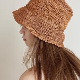 流行のバケットハットも。オトナがかぶると素敵な帽子を大調査【kufuraファッション調査隊】