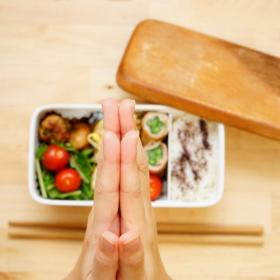 「旦那弁当」に人気の冷凍食品ランキング!家では作らないものが好まれる傾向に