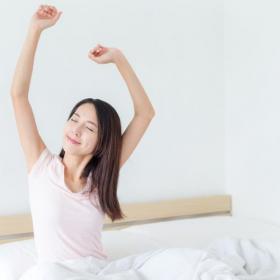 朝からご機嫌に活動モードに入るために!「目覚めのルーティン」を493人の女性に聞きました