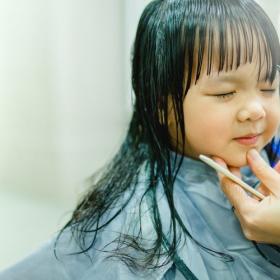 子どもの美容院、トラブルや困ったことって?連れて行くときの工夫も聞いてみました