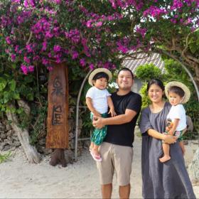 島で生まれ育ち、島で子育てをするのが夢だった。自然の恵みに感謝する暮らし【竹富島で暮らす人々#2前編】
