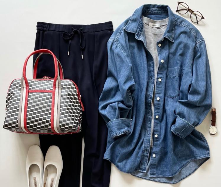 GAPのビッグシャツ(4,990円)は、薄手でシンプルだから通年使える!【4ケタアイテムで叶えるオシャレvol.15】