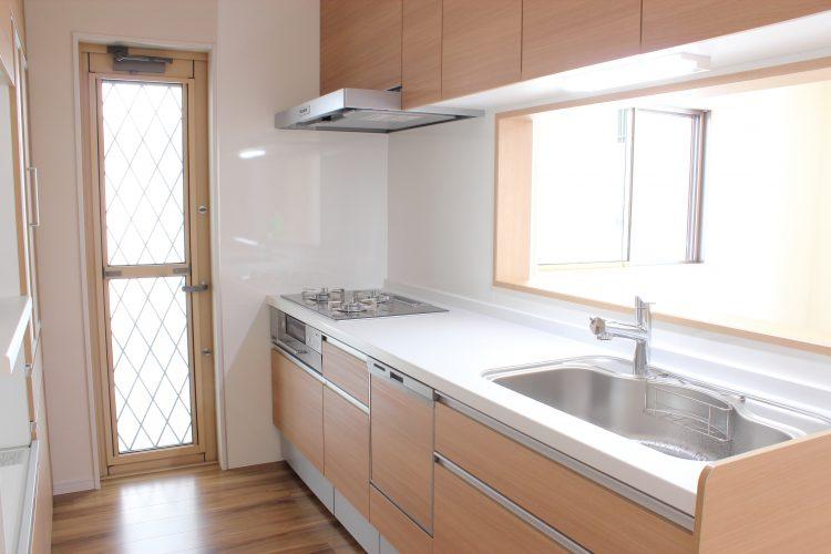 3位洗い桶、2位キッチンマット…「思い切って捨てたら家事が楽になったキッチン用品」1位は?