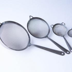 【第3回 ストレーナー】ざるは持ち手つき&目が細かいものが万能!料理研究家・松田美智子の「育てる台所道具」