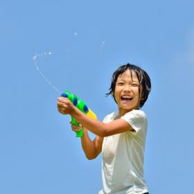 夏気分が盛り上がる!水遊びにキャンプに…「100均で買って良かったアウトドアグッズ」ランキング