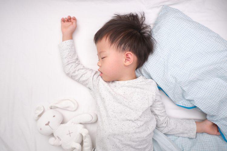 寝苦しい季節の夜…子どもの睡眠を快適にするためのママの工夫