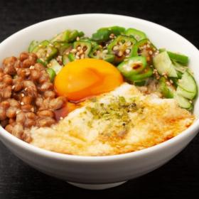 食欲をそそられる「納豆レシピ」を集めました。夏の疲れが出る季節の絶品アレンジ
