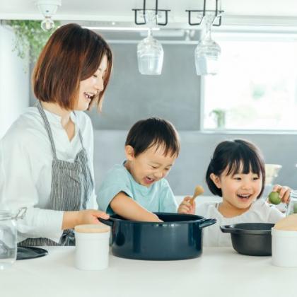 「おうち遊び」するなら親子で一緒に楽しめるものを!ママがハマった遊びを調査しました