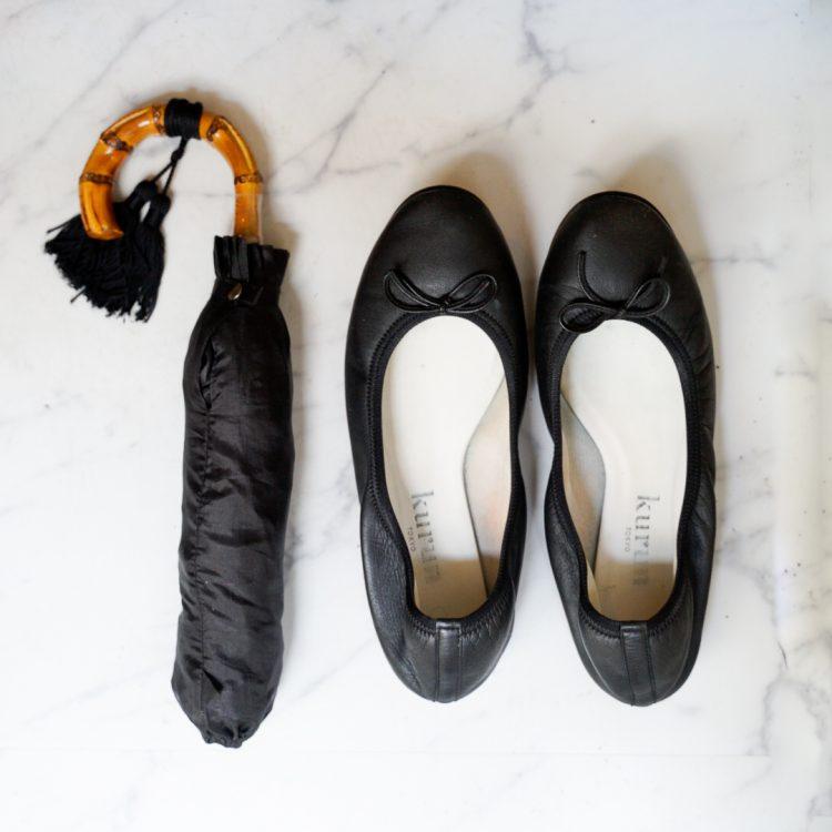 雨の日も快適に!片足約100gで足が疲れない「kurun」のフラットシューズと「WAKAO」の雨傘【本日のお気に入り】