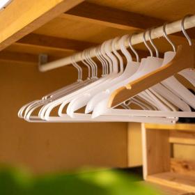 【無印良品】もう無印の「ハンガー」が手放せない!家事ラク&収納力アップ…素材別3種のここが便利