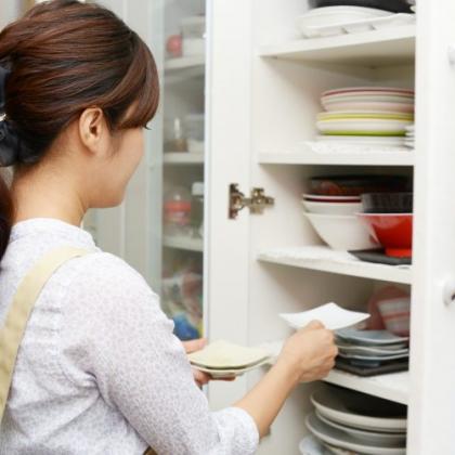 「気づいたら食器棚パンパン!」食器を増やしすぎないための工夫&上手な処分方法