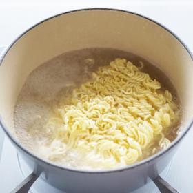 今日から真似したい!「インスタントラーメン」人気の隠し味は?塩、豚骨…スープの種類別に発表