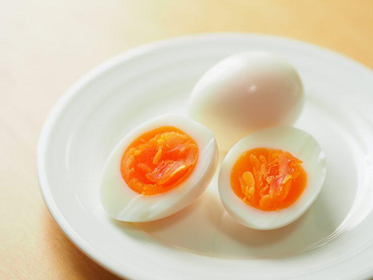 塩、マヨだけじゃない!「ゆで卵につけると意外とおいしいもの」男女500人に調査